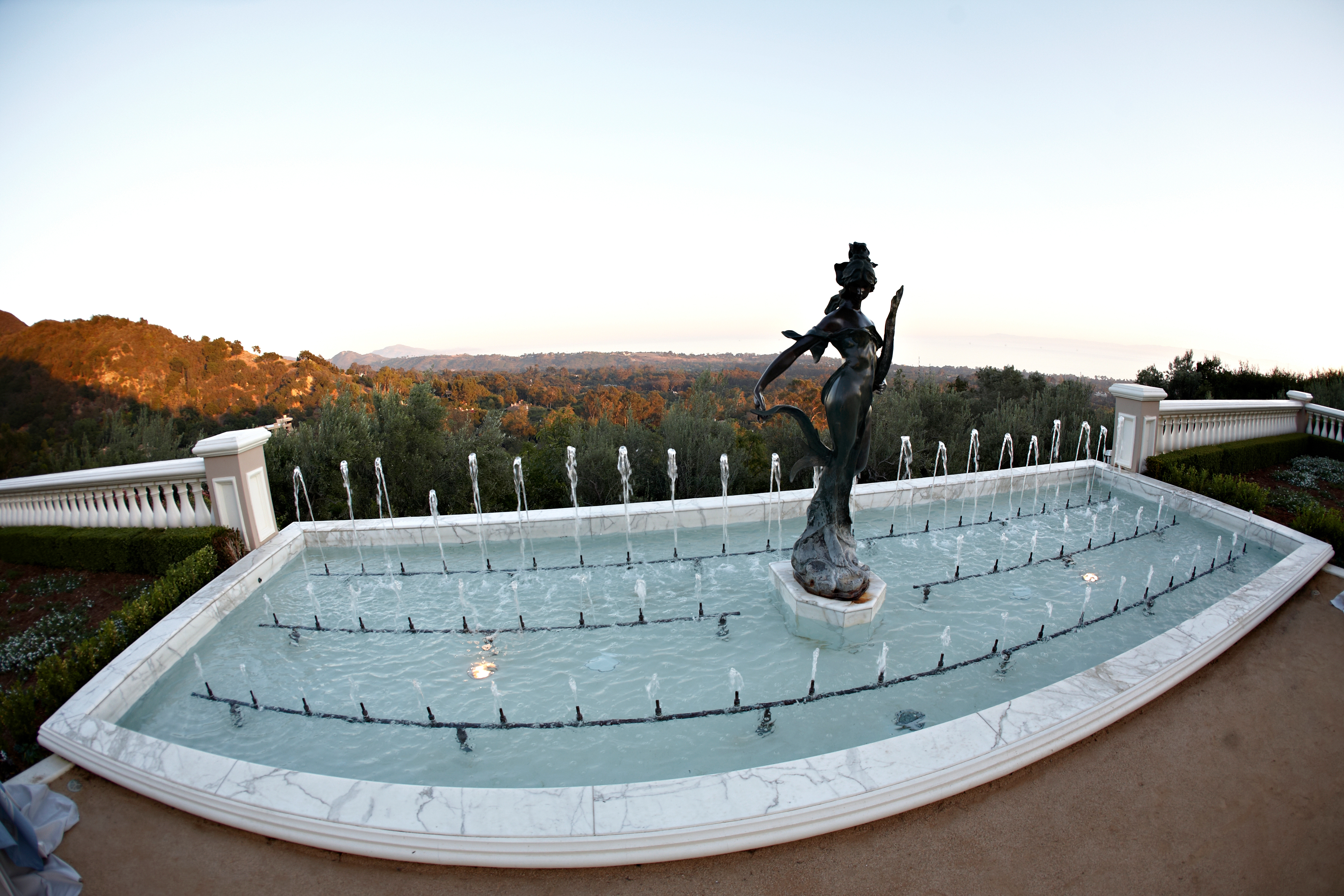 estate-fountain-ocean-view